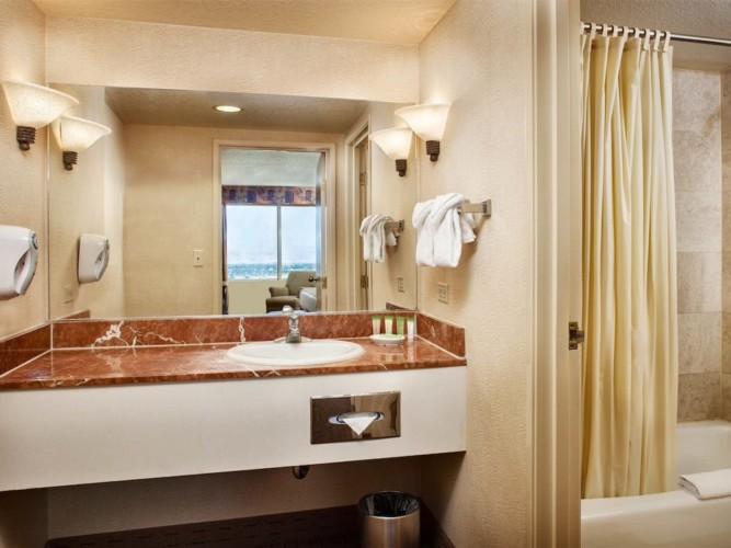 Bathroom | Suites at Stratosphere Hotel, Casino & Tower, BW Premier Collection