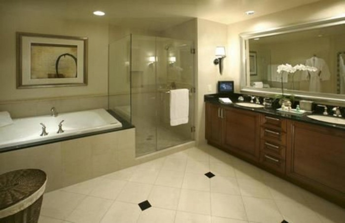 Deluxe Bathroom | Suites at The Signature at MGM Grand