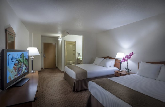 Guestroom | Suites at Stratosphere Hotel, Casino & Tower, BW Premier Collection