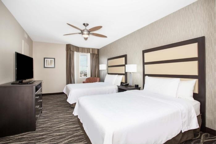 https://suiteness.imgix.net/destinations/henderson/homewood-suites-by-hilton-henderson-south-las-vegas/suites/1-king-2-queen-beds-2-bedroom-2-bath-suite-non-smoking/2-queens.png?w=96px&h=64px&crop=edges&auto=compress,format