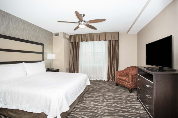 https://suiteness.imgix.net/destinations/henderson/homewood-suites-by-hilton-henderson-south-las-vegas/suites/1-king-2-queen-beds-2-bedroom-2-bath-penthouse-suite-non-smoking/king.png?w=96px&h=64px&crop=edges&auto=compress,format