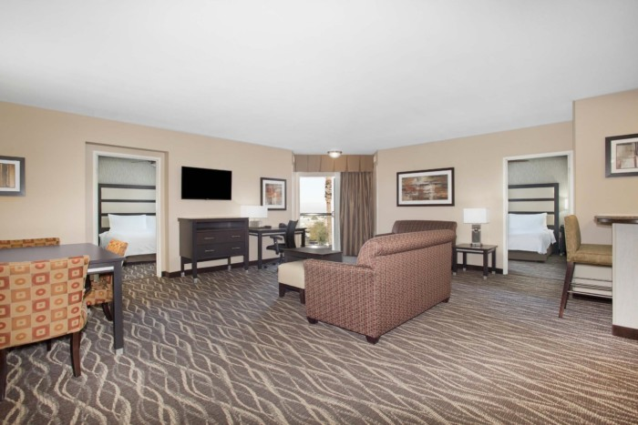 https://suiteness.imgix.net/destinations/henderson/homewood-suites-by-hilton-henderson-south-las-vegas/suites/2-king-beds-2-bedroom-2-bath-balcony-suite-no-smoking/living.png?w=96px&h=64px&crop=edges&auto=compress,format