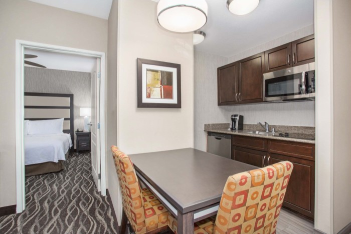 https://suiteness.imgix.net/destinations/henderson/homewood-suites-by-hilton-henderson-south-las-vegas/suites/2-king-beds-2-bedroom-2-bath-suite-nonsmoking/2-br-2-ba-kitchen-png.png?w=96px&h=64px&crop=edges&auto=compress,format