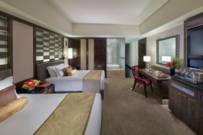 https://suiteness.imgix.net/destinations/las-vegas/mandarin-oriental-las-vegas/suites/penthouse-suite-strip-view-2-double-beds/2-double-beds.jpg?w=96px&h=64px&crop=edges&auto=compress,format