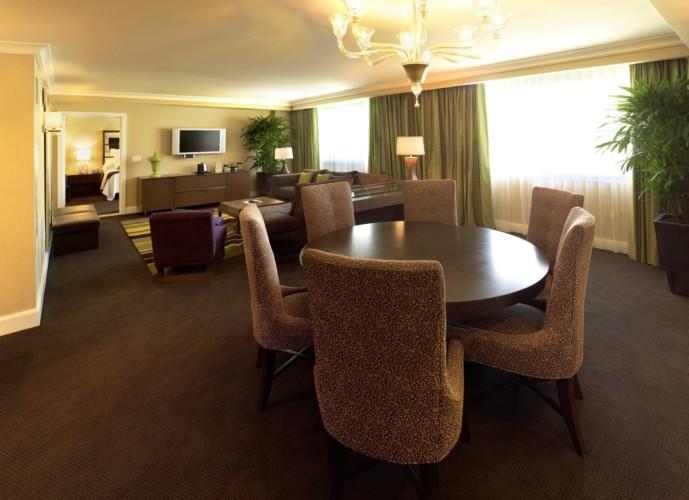 https://suiteness.imgix.net/destinations/las-vegas/caesars-palace/suites/forum-classic-royal-suite-1-king-1-king/forum-tower-royal-suite-2.jpg?w=96px&h=64px&crop=edges&auto=compress,format