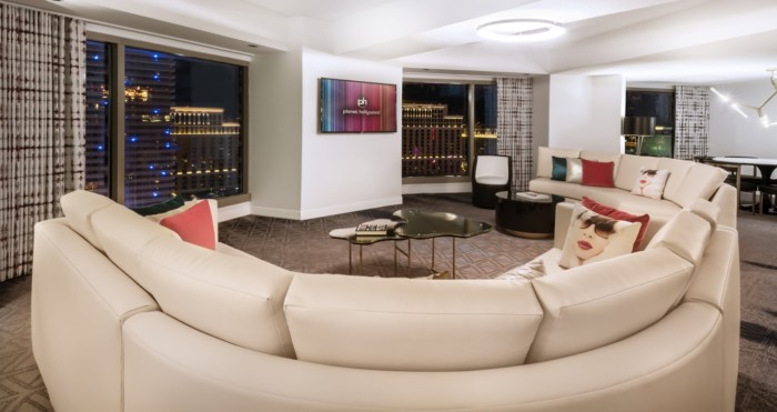 https://suiteness.imgix.net/destinations/las-vegas/planet-hollywood-resort-casino/suites/ultra-apex-suite-w-strip-view-2-beds/living-room.jpg?w=96px&h=64px&crop=edges&auto=compress,format