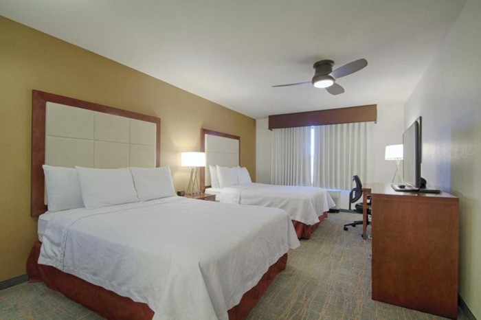 https://suiteness.imgix.net/destinations/las-vegas/homewood-suites-by-hilton-las-vegas-airport/suites/1-king-2-queen-beds-2-bedroom-2-bath-suite/bedroom.jpg?w=96px&h=64px&crop=edges&auto=compress,format
