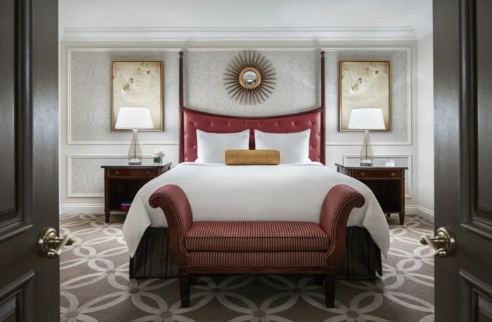 https://suiteness.imgix.net/destinations/las-vegas/the-venetian-resort-hotel-casino/suites/piazza-view-suite-bella-view-suite/piazza-bed.jpg?w=96px&h=64px&crop=edges&auto=compress,format