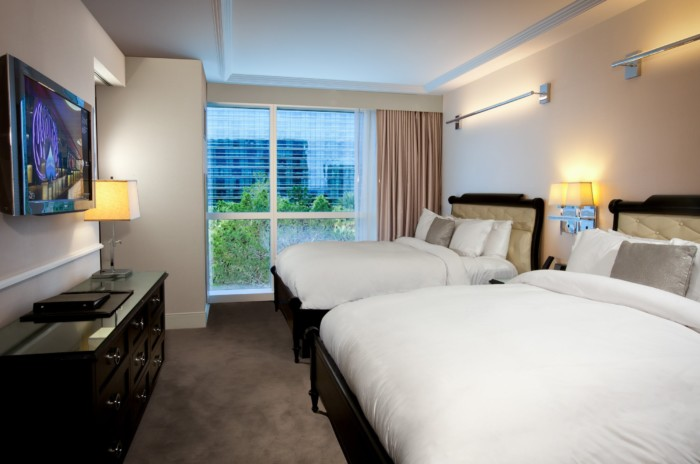 https://suiteness.imgix.net/destinations/las-vegas/hard-rock-hotel-and-casino/suites/hrh-queen-suite/hrh-queen-suite-bedroom.jpg?w=96px&h=64px&crop=edges&auto=compress,format