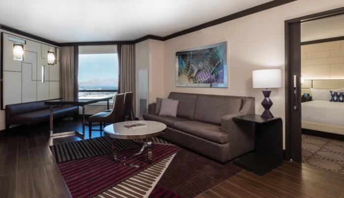 https://suiteness.imgix.net/destinations/las-vegas/harrah-s-hotel-and-casino-las-vegas/suites/valley-tower-executive-suite-1-king/living-room.jpg?w=96px&h=64px&crop=edges&auto=compress,format