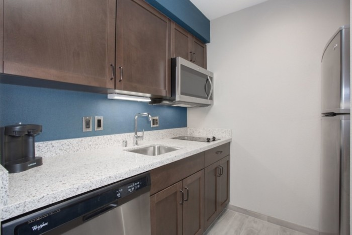 https://suiteness.imgix.net/destinations/las-vegas/homewood-suites-by-hilton-las-vegas-city-center/suites/1-king-2-queen-beds-2-bedroom-2-bath-suite/kitchen-jpg.jpg?w=96px&h=64px&crop=edges&auto=compress,format