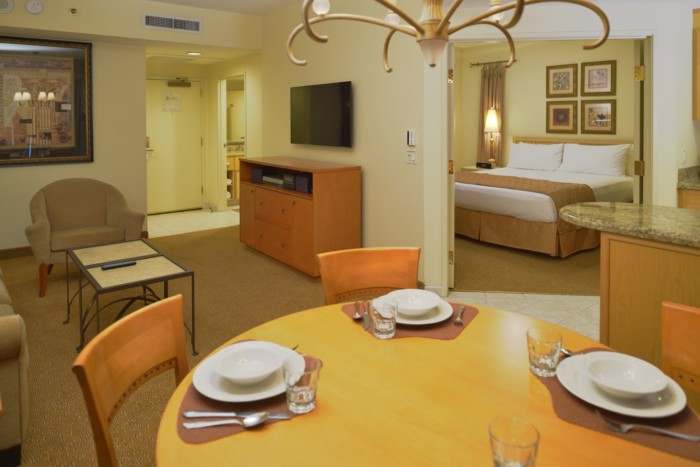 https://suiteness.imgix.net/destinations/las-vegas/polo-towers-by-diamond-resorts/suites/two-bedroom-suite/dining-area.jpg?w=96px&h=64px&crop=edges&auto=compress,format
