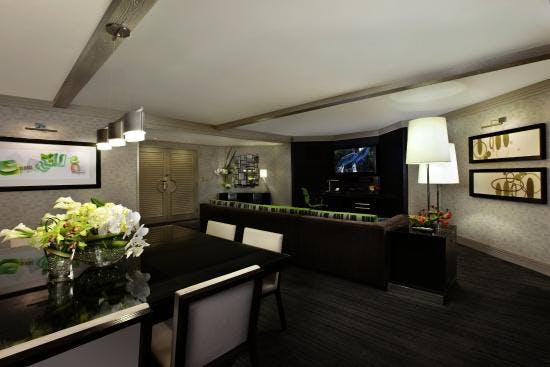 https://suiteness.imgix.net/destinations/las_vegas/mirage/suites/hospitality_suite/livingroom.jpg?w=96px&h=64px&crop=edges&auto=compress,format