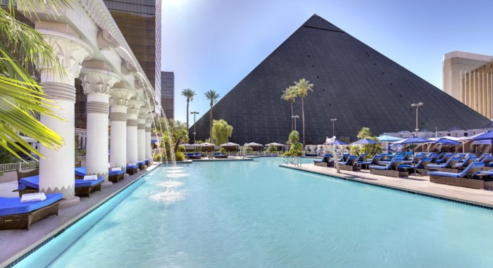 Luxor North Pool Daytime | Suites at Luxor Hotel & Casino