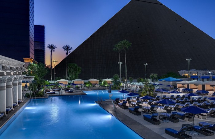 Luxor North Pool | Suites at Luxor Hotel & Casino