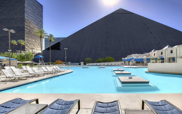 Luxor South Pool | Suites at Luxor Hotel & Casino