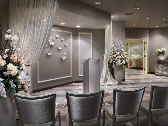 Divers | Suites at Stratosphere Hotel, Casino & Tower, BW Premier Collection