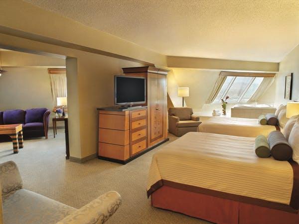 Picture of Pyramid Corner Queen Suite