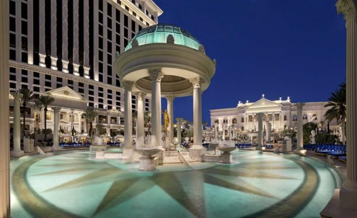 حمام سباحة | أجنحة في قصر قيصر