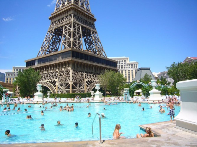 Pool | Suites at Paris Las Vegas
